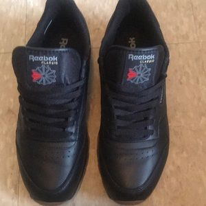 Selling Reebok classic with the gum bottoms